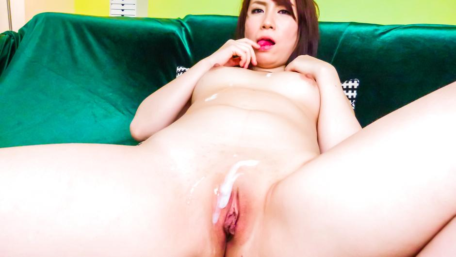 Phim Sex Sakura Ooba gives an asian blow job to two after masturbating