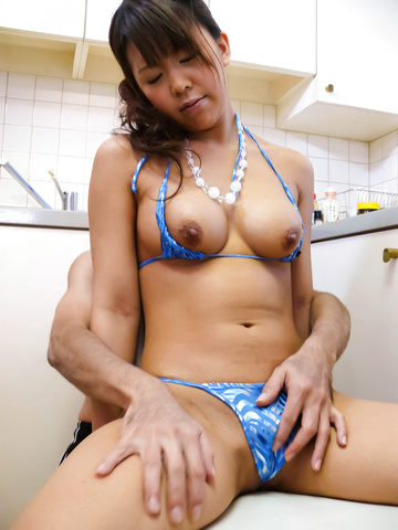 坂下真紀 - ビキニギャルを指マン責め絶頂! 日本人女性 - Picture 8