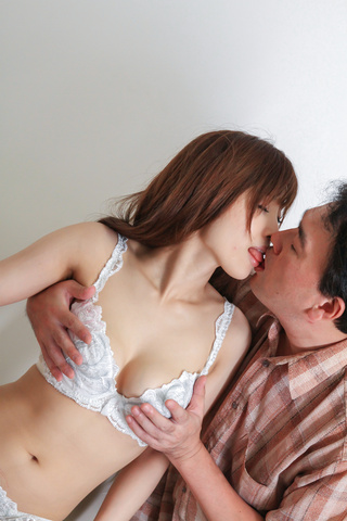 Kaede Kyomoto - Kaede Kyomoto gets him to fuck her after a japanese blowjob - Picture 10