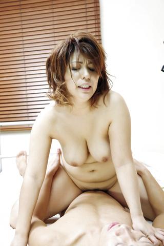 Yukari - 弯曲的熟女由香里获取性交硬狗的风格 - 图片 11