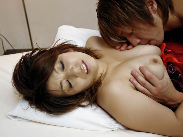 Yukari - 弯曲的熟女由香里获取性交硬狗的风格 - 图片 2