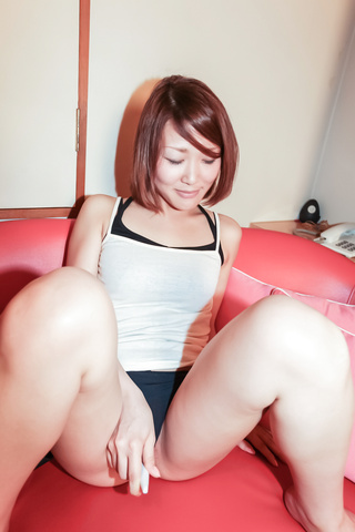 Rui - Amateur MILF Rui gives a japan blowjob and fucks him - Picture 4