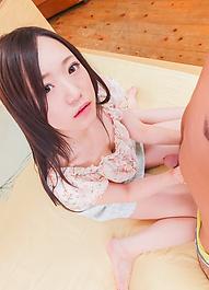 元着エロアイドル瀬奈まおが、カメラ目線で痴女フェラバキューム。鬼突きピストンでイキまくり、中出し&逆流プレイ!