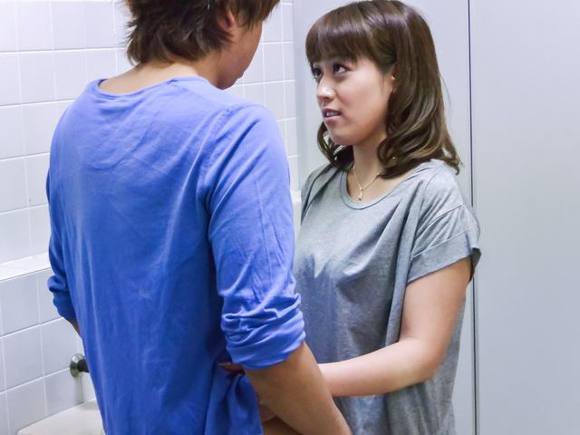 Riho Mikami - Sweet Riho Mikami kneels to provide Japanese blow job  - Picture 11