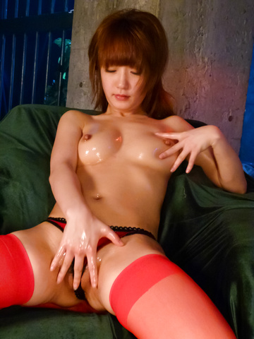 Sana Anzyu - Oiled up Sana Anzyu gives a hot asian blowjob - Picture 12