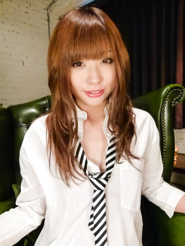 Mami Yuuki - Cute MILF Mami Yuuki asian giving blowjob - Picture 3