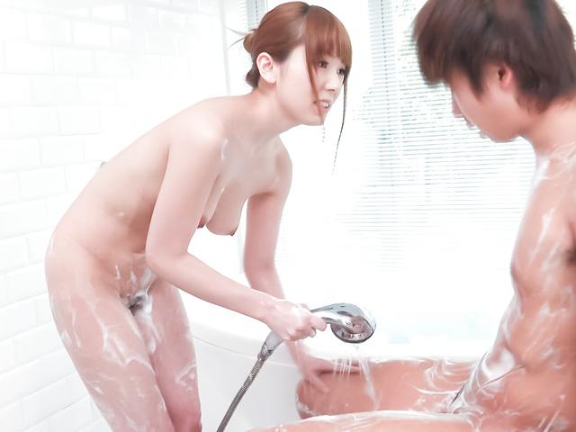 Yui Hatano - 亚洲女孩口交沿淘气衣波多野 - 图片 3
