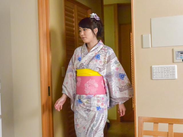 篠田涼花 - 生ハメ盛りの美人妻~野菜オナニー - Picture 5