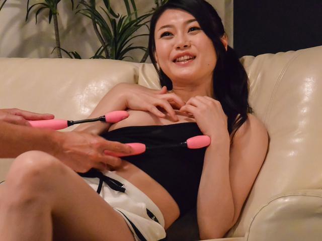 Kyoko Nakajima - 小山雀恭子中岛提供天使口交在凸轮 - 图片 3