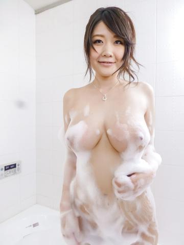 Rie Tachikawa - Rie Tachikawa takes a bath in amateur asian sex videos - Picture 1