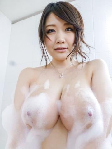 Rie Tachikawa - Rie Tachikawa takes a bath in amateur asian sex videos - Picture 3