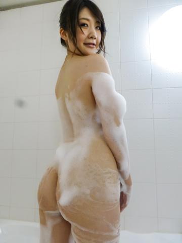 Rie Tachikawa - Rie Tachikawa takes a bath in amateur asian sex videos - Picture 4