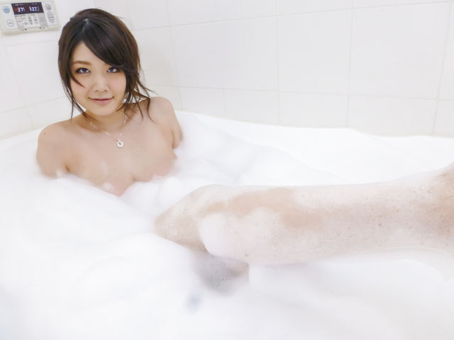 Rie Tachikawa - Rie Tachikawa takes a bath in amateur asian sex videos - Picture 8
