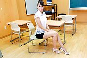Yui Oba - Japanese teacher, Yui Oba, in group action  - Picture 1