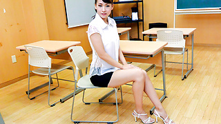 Japanese teacher, YuiOba, in group action