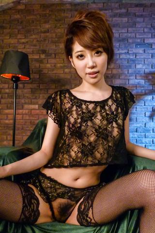 Makoto Yuukia - Amateur Asian babe,Makoto Yuukia, loves her pussy - Picture 2