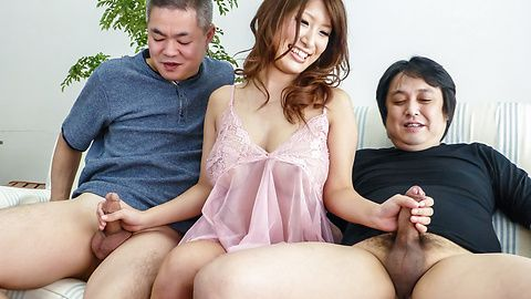 YumeMizuki handles large cocks expertly outdoors