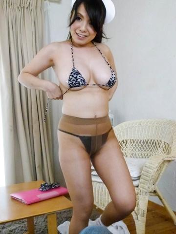 Miho Tsujii - Horny nurse Miho Tsujii gives an asian pov blowjob - Picture 7