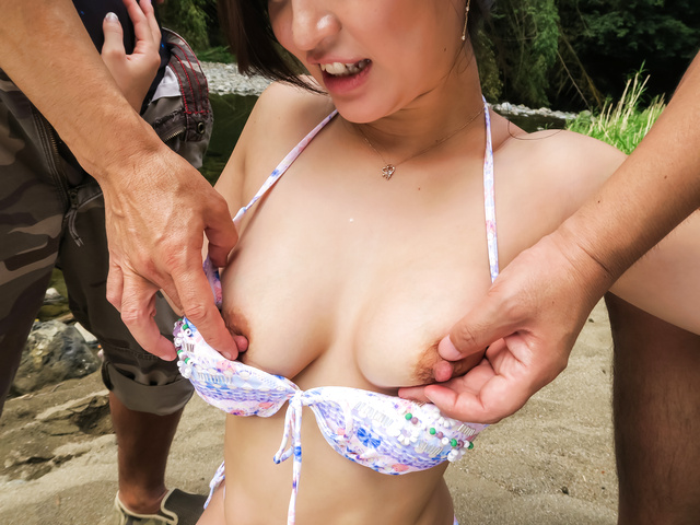 Maria Ono - Naughty outdoor Asian blow job withMaria Ono - Picture 4