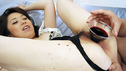 おマンコに赤ワイン注入!三咲ちひろ