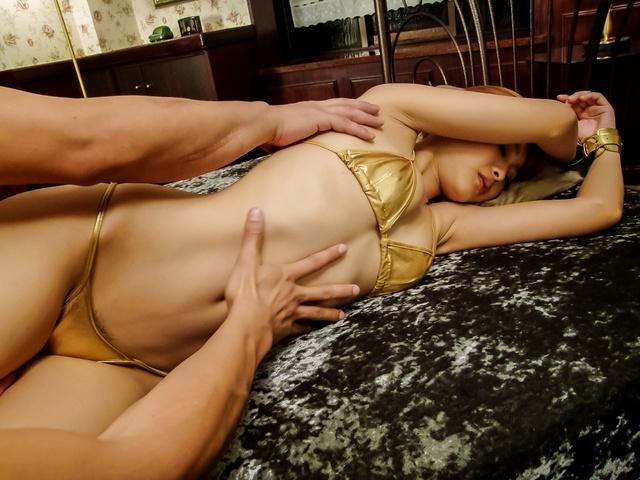 Suzuka Ishikawa - 诱人的铃鹿石川粗糙口腔刺激 - 图片 2