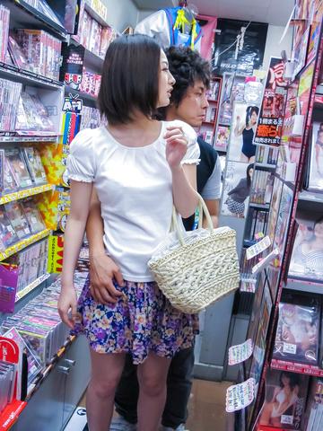 Ran Minami - Japanese Ran Minami fucked hard in a library - Picture 2