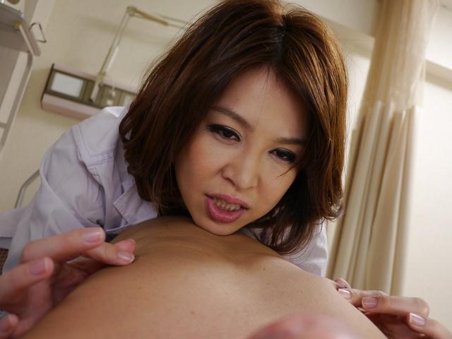 西野エリカ - 生ハメ淫乱爆乳ペニバン女医~西野エリカ - Picture 5