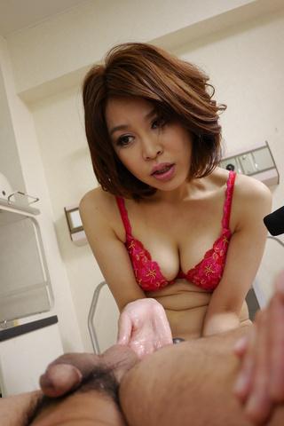 西野エリカ - 生ハメ淫乱爆乳ペニバン女医~西野エリカ - Picture 8