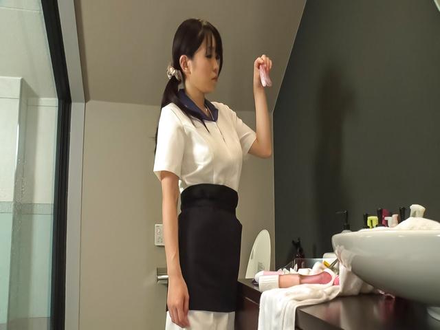 里中結衣 - 爆乳セクシー熟女~昇天オナニー - Picture 1