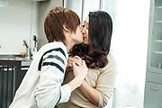 Yuri Honma - 爆乳セクシー熟女~誘惑中出し姦 - Picture 8
