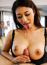 爆乳痴女小早川怜子がセクシー下着でご奉仕プレイ。金玉袋まで吸い込み、パイずり&バキュームで濃いザーメンをごっくん!