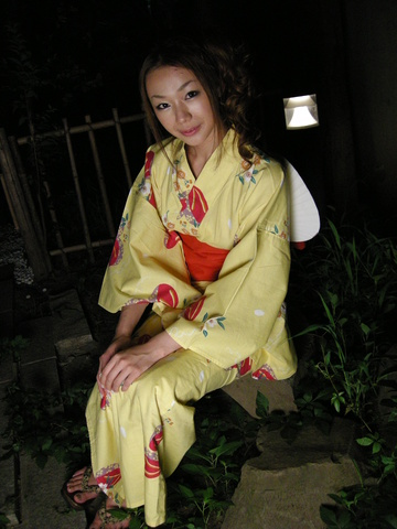 Sakura Hirota - Kimono clad Sakura Hirota lures a friend in to fuck - Picture 1