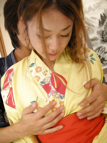 Sakura Hirota - Kimono clad Sakura Hirota lures a friend in to fuck - Picture 7