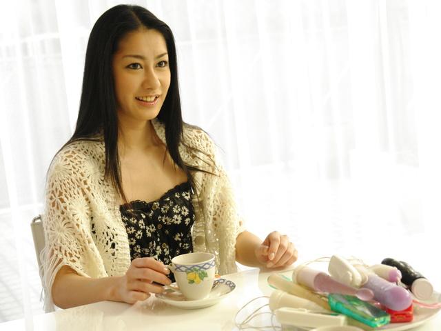 石黒京香 - 浣腸プレイで美女のプライドをズタズタに - Picture 1