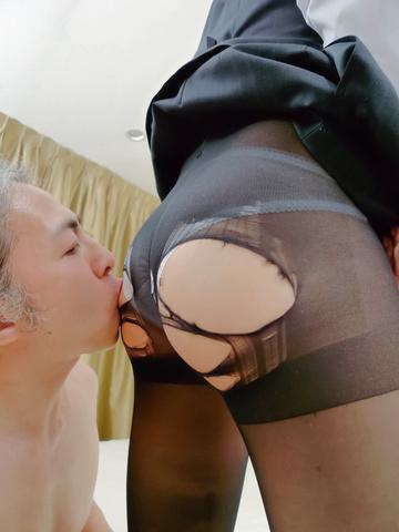 Emi Orihara - Emi Orihara exposes her full of cum crack - Picture 7