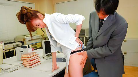 Misato Sakurai has pussy exposed at doc