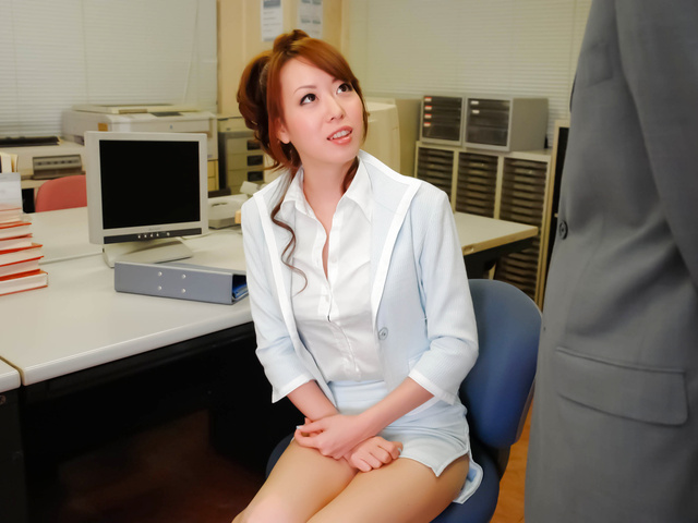 Misato Sakurai has pussy exposed at doc