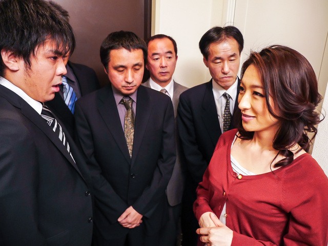 Marina Matsumoto - 日本口交的热气腾腾的滨海松本 - 图片 1