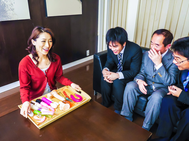 Marina Matsumoto - 日本口交的热气腾腾的滨海松本 - 图片 2