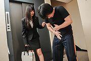 Kotomi Asakura - 琴美朝仓吸吮公鸡的年轻亚裔女孩 - 图片 1