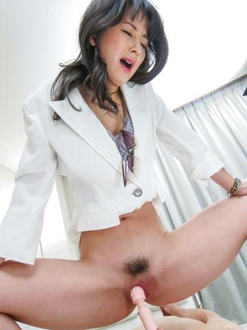Ayumi Iwasa - 滨崎步瓦萨给亚洲脚工作和坐在他的脸上 - 图片 6
