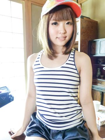 Yuri Hyuga - 尤里 · 日向提供亚洲口交在三人行 - 图片 1