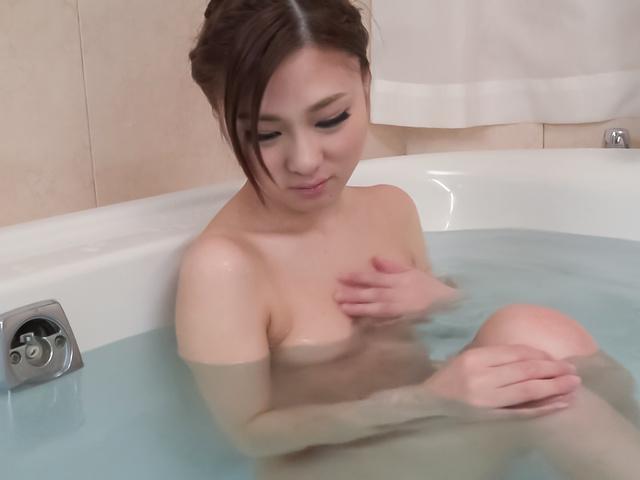 Maki Horiguchi - Maki Horiguchi 使用亚洲振子在独奏的场景 - 图片 3
