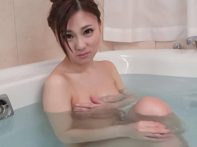 Maki Horiguchi - Maki Horiguchi 使用亚洲振子在独奏的场景 - 图片 4