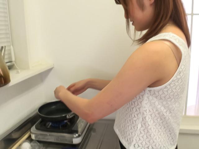 Yumi Maeda - 在 POV 色情的Yumi 前田亚洲业余视频 - 图片 1