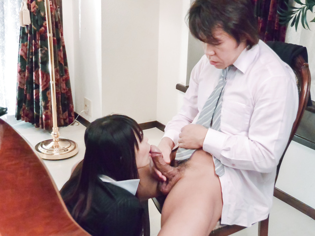 広瀬奈々美, - 社長秘書のお仕事紹介~お掃除フェラ編~ - Picture 2