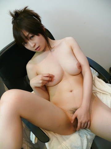 Nozomi Hazuki - Nozomi Hazuki on her knees to give a japan blowjob - Picture 12