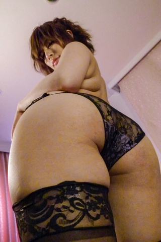 Ririsu Ayaka - Ririsu Ayaka gives a japanese blowjob to two guys while in stockings - Picture 3