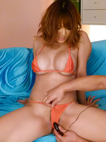 Yuki Touma - Stacked MILF Yuki Touma gives them a japan blow job - Picture 3