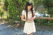Yui Kasugano - Yui Kasugano 日本街头性感姿势 - 图片 1